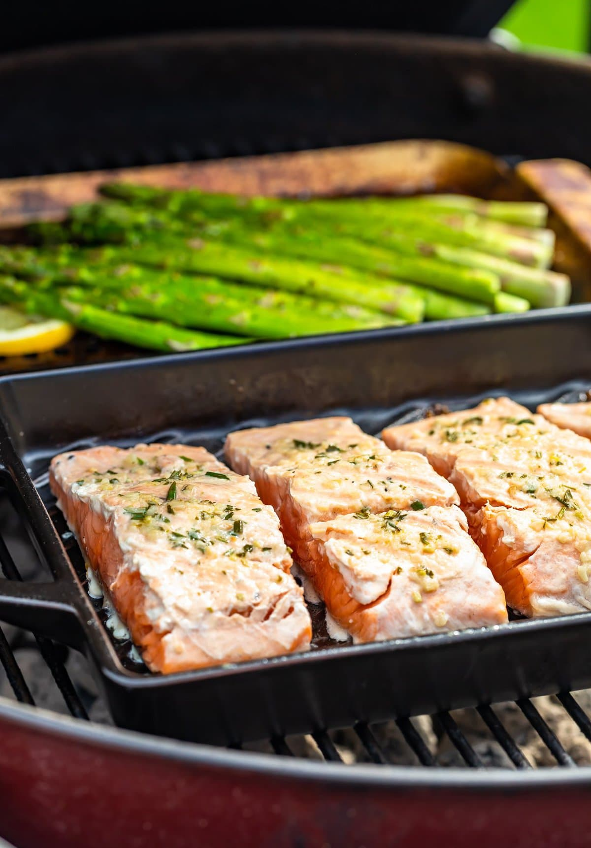 salmon fillets and asparagus in grill pans