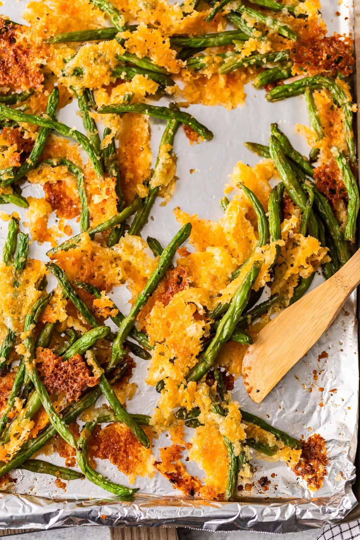 Crispy baked green beans with cheese ready to serve