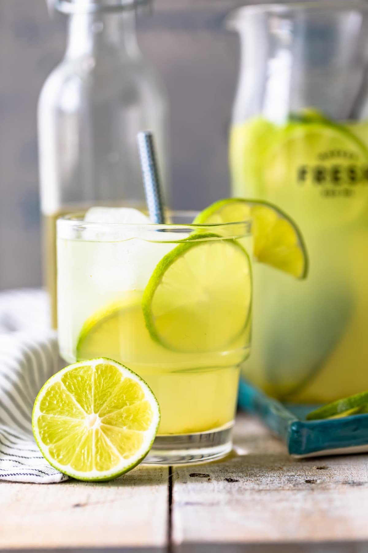 glass of limeade with slices of lime in it
