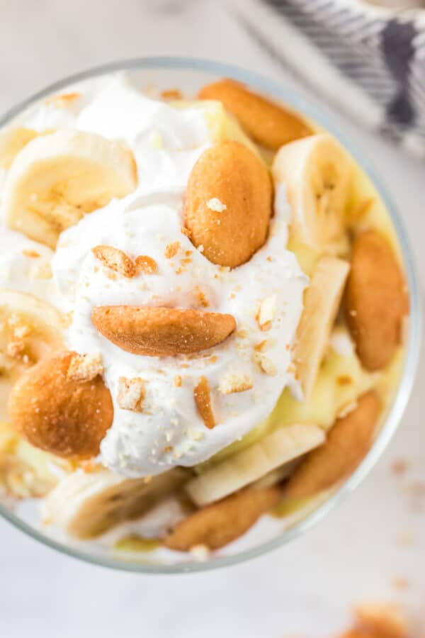 overhead image of banana pudding in dish