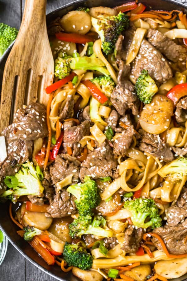 up close image of beef lo mein in skillet