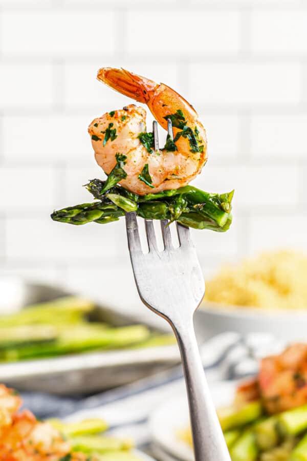fork with shrimp and asparagus