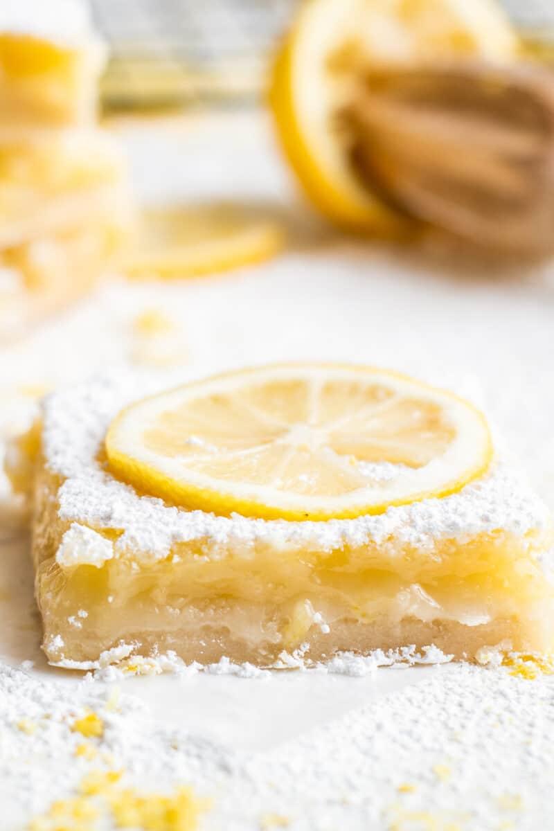 sliced lemon bar with lemon slice garnish