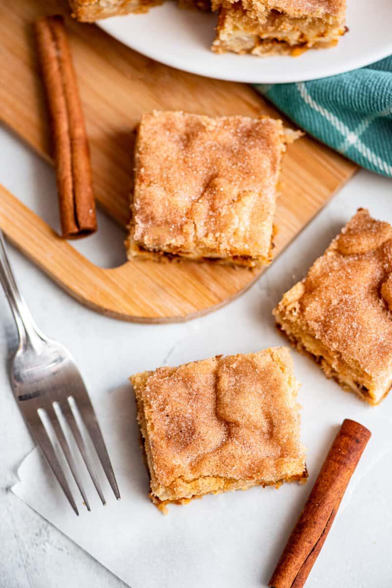 overhead image of cheesecake bars