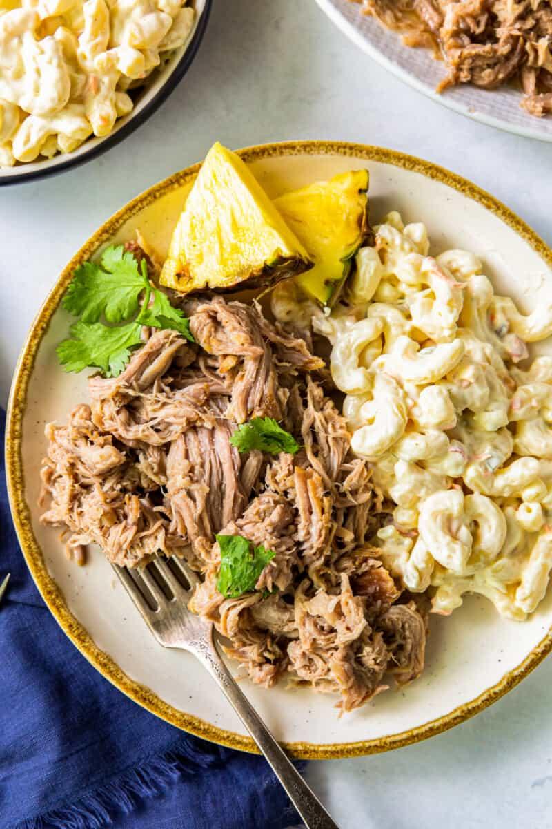 plate of kalua pork with macaroni salad