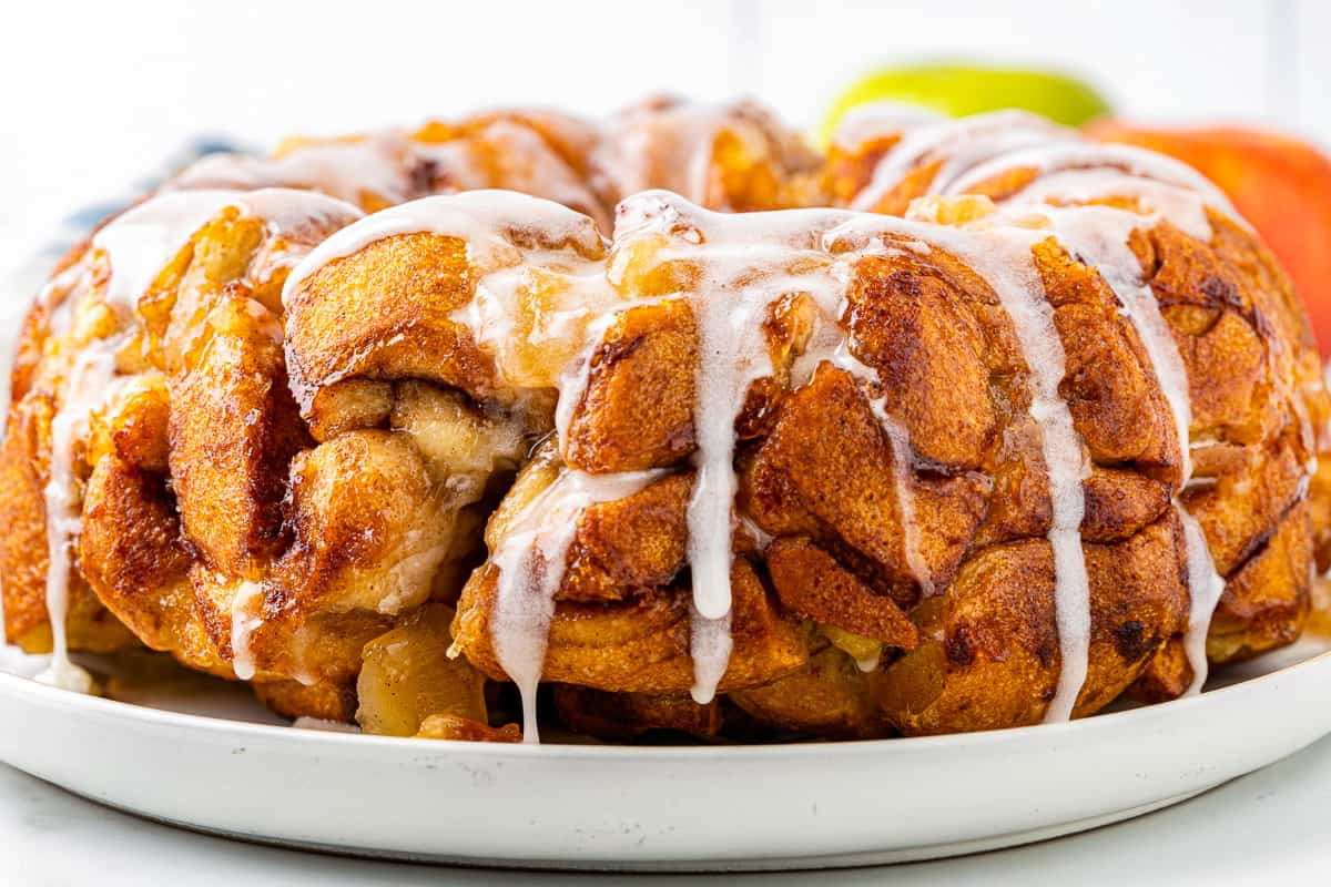 apple pie monkey bread with icing